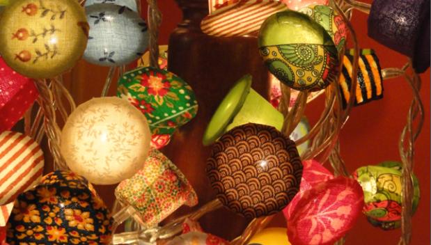 Llums decoratives. Reciclar càspules de cafè